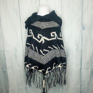 Steve Madden One Size Knit Poncho Black & White